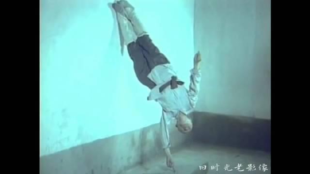 八十年代,少林寺海灯法师展现少林绝学易筋经, 童子功、一指禅