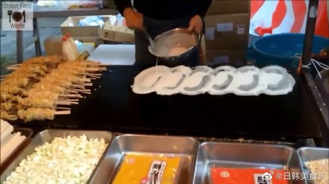 这种日本的街头小吃,看制作过程,感觉味道真不错……