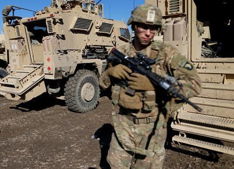 美内部形势再度恶化,秘密研制雷电武器,警告谁超越美国就打击谁