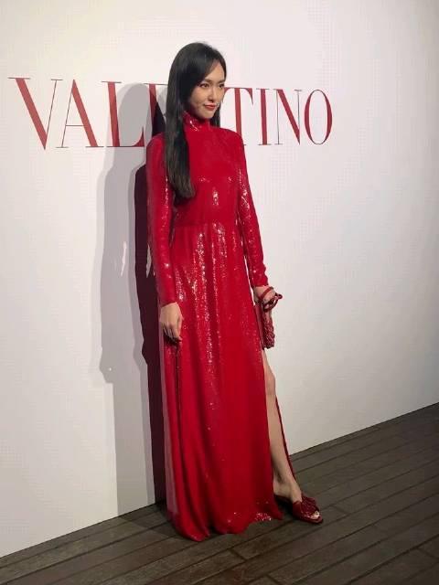 大红裙亮片闪闪,今晚直拍合集,身材高挑,脸蛋儿更是没得挑……