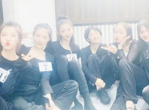 张子枫闺蜜室友合体,真是群芳争艳,粉丝称赞接地气