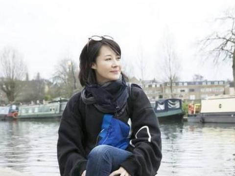 51岁许晴至今不婚不育,她终于承认:如果他没去世,我都有孩子了