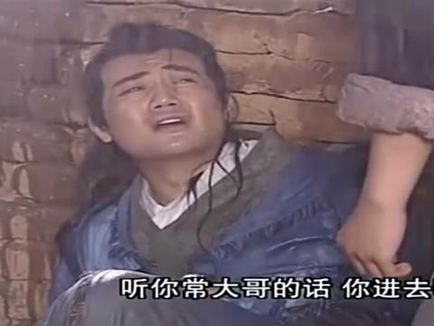 胡医生见死不救,张无忌大胆尝试,乱扎针救人!