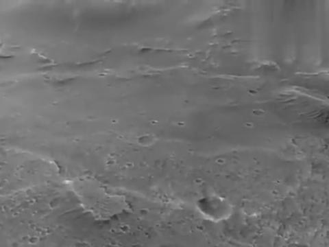 近距离欣赏火星表面的哥伦布撞击坑