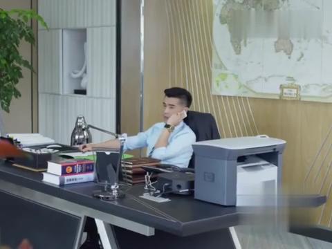 程友信和梅花通电话,两人彼此互相关心对方的孩子