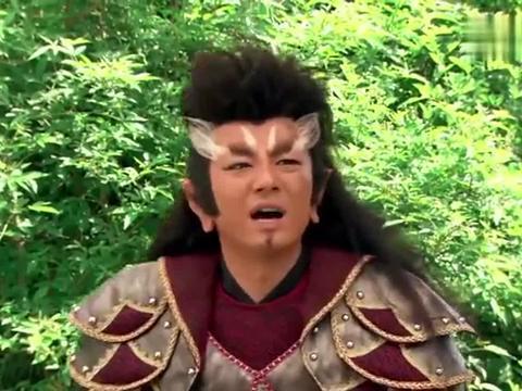 杨戬被吹飞到百里开外,谁知他的神器还能当指路灯,真是绝了!
