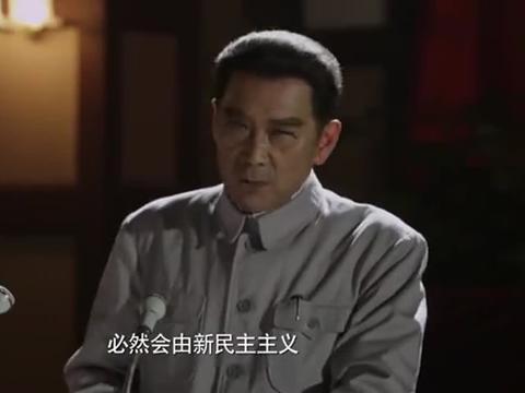 海棠依旧:工作人员被歌声感染,一同唱响雄壮的《义勇军进行曲》