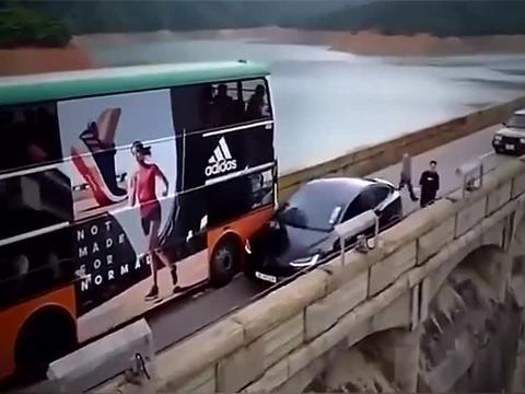 不知道是不是女司机开的,女司机看了也会忍不住笑