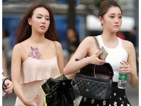 街拍:夏日清凉穿搭,短裤短裙很适合呢,图三小姐姐清新又靓丽