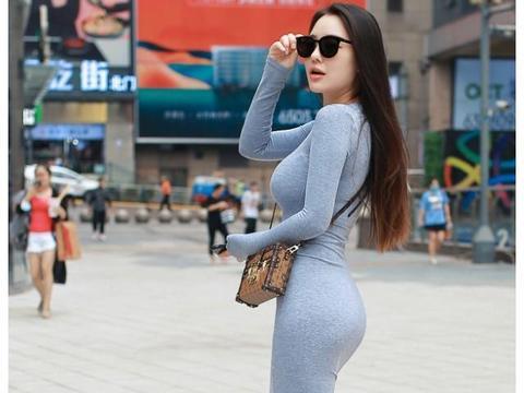 街拍:灰色包臀裙美女