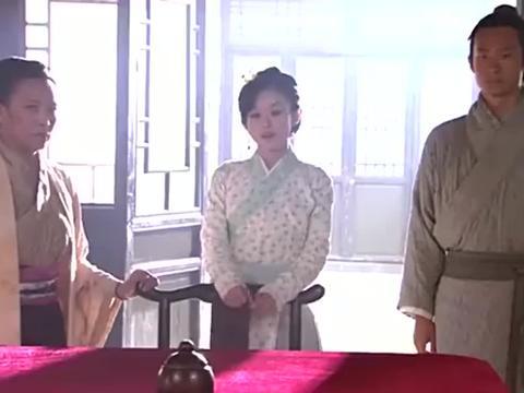 苏幻儿化成女赌神,为了帮忙夺回茶楼,与妈妈下赌注