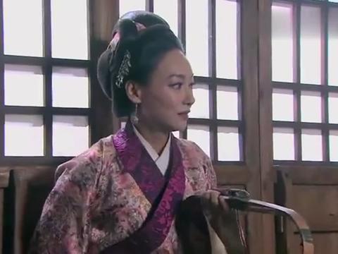王婆帮西门庆收下潘金莲后,反埋怨潘金莲,潘金莲直接跪下!