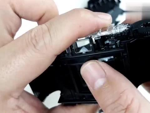 拆解一次性照相机,简单明了的叫你看懂相机的工作流程和机械原理