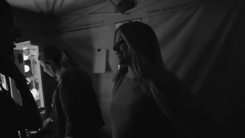 艾薇儿Head Above Water世界巡演之加拿大多伦多站纪录宣传片……