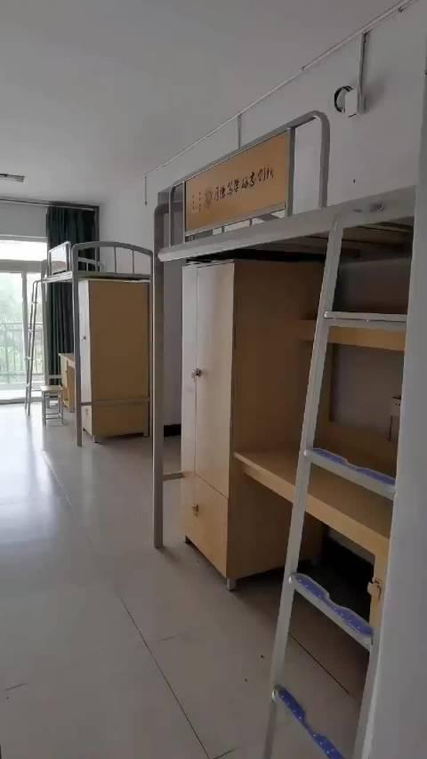 网友投稿,分享一波重庆师范大学涉外商贸学院八人间宿舍……