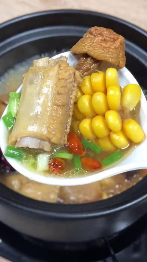 最适合秋天喝的一款玉米排骨汤教程……