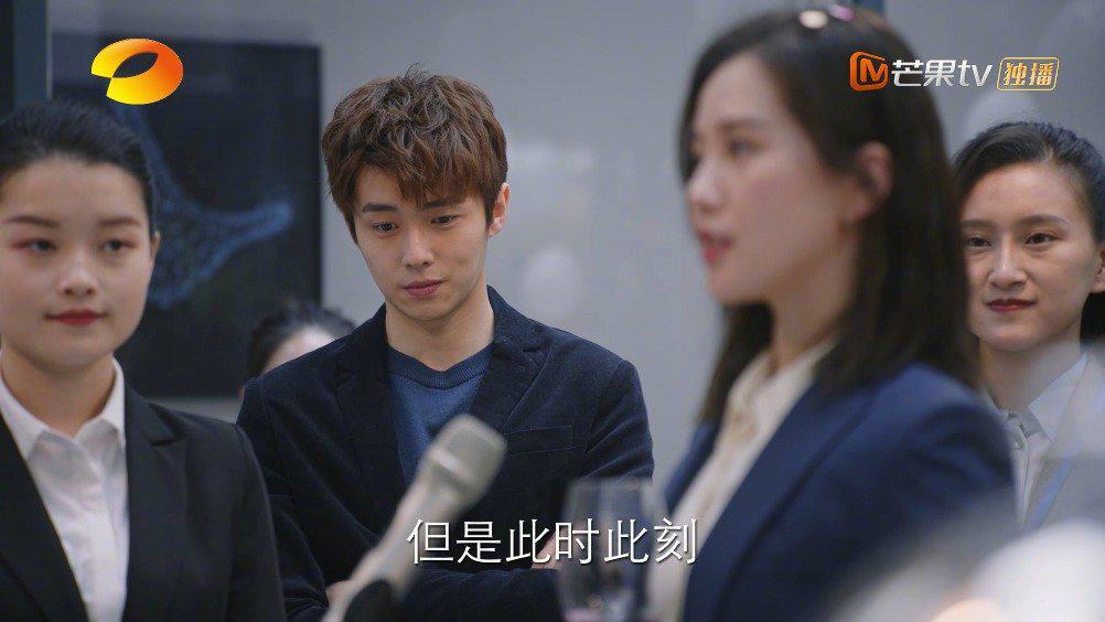 """李思雨@刘诗诗 的""""来电了""""项目终于正式上线,公司举办庆功宴……"""