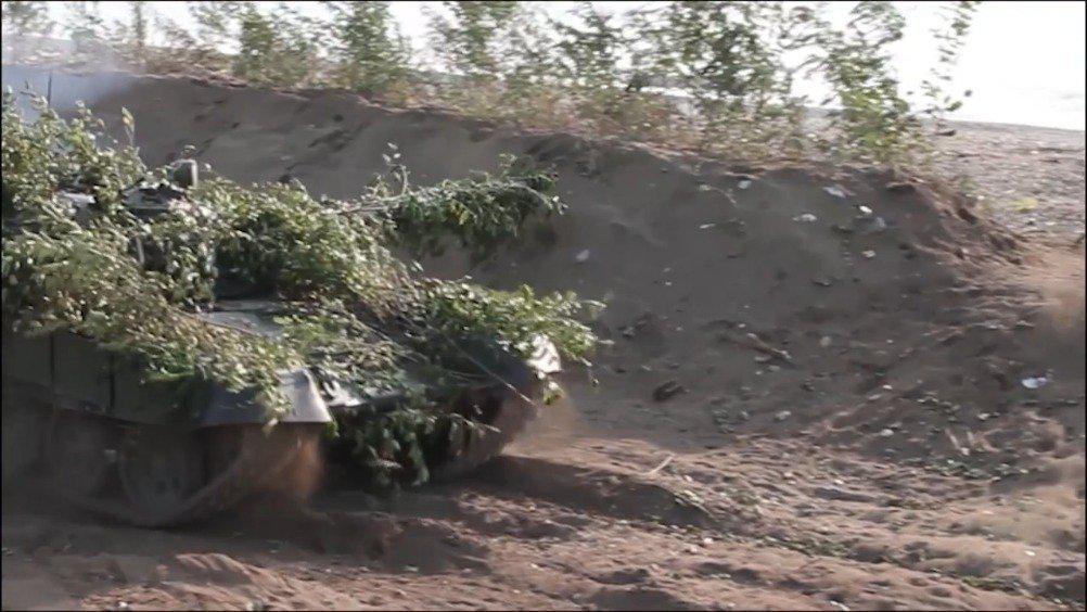 俄军高加索2020演习中的T-72B3抗登陆游动打法……