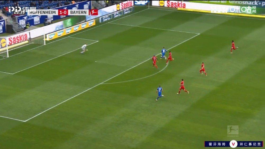 中场位置双方拼抢!克拉马里奇断球后分右侧!