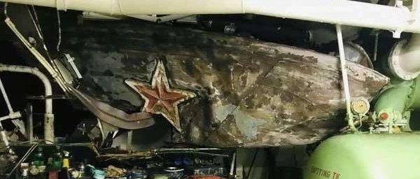 俄罗斯海军一艘反潜舰与货轮相撞