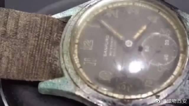 二战时期的一块老古董手表,翻新后绝对亮眼