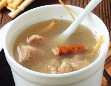 美食:滋补豆腐煲,五指毛桃煲猪骨