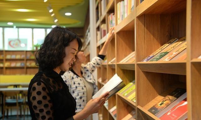 靖边南关社区:用书香点亮居民幸福生活