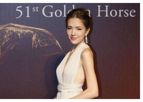 许玮宁晒5年前第一次与小鬼在金钟奖合体照片,粉丝感动留言