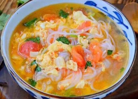 美食小菜谱:魔芋番茄蛋汤,紫菜虾皮鱼丸汤,草菇丝瓜鱼丸汤