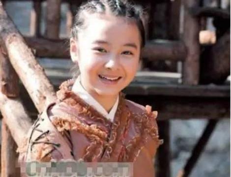 """她14岁将""""初恋""""给了释小龙,长相可爱被禁止整容,今27岁成这样"""