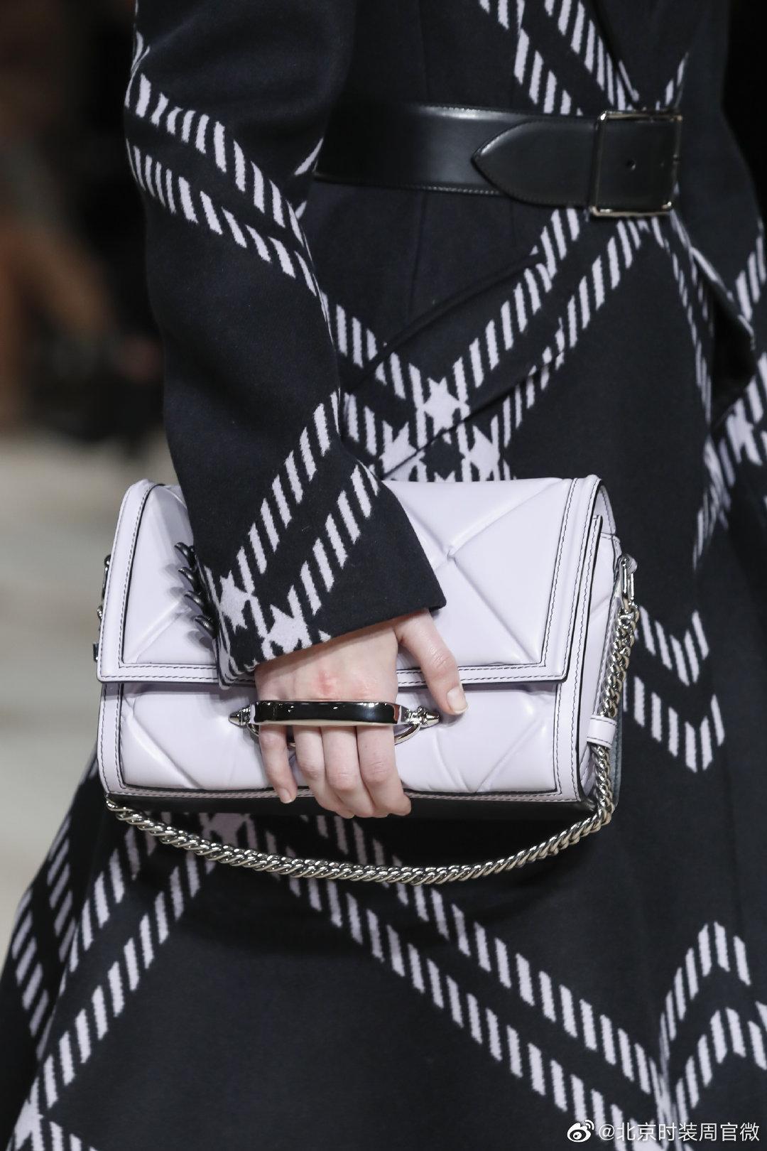 Alexander McQueen 2020秋冬系列推出 The Story手袋和The Story