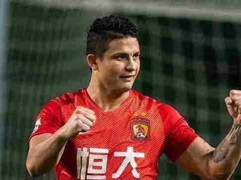 广州恒大凭借对手一粒乌龙球战胜大连一方