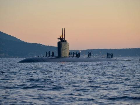 1艘美军核潜艇码头漂泊近4年,换了4任船厂领导,才传出大修消息