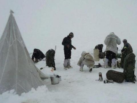 莫迪不想看到一幕成真,边境突遭大雪袭击,数十万印军只能啃冰坨