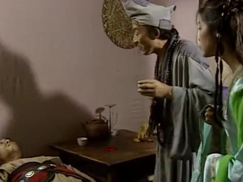 经典剧:济公施法让男子苏醒,醒来后男子看到了黄连姑娘