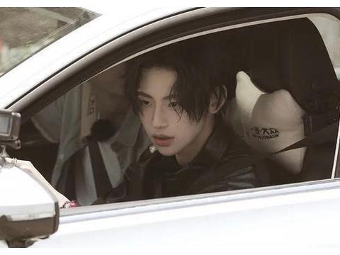 爱豆最迷人的车窗照,蔡徐坤韩国欧巴,许佳琪贵气,喻言眼神杀