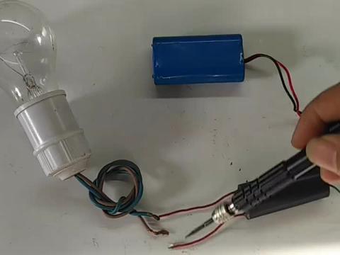 100瓦白炽灯泡接20万伏高压电会发生什么?一起来见证奇迹