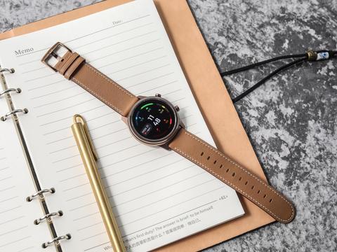 这才是智能手表应有的样子?网友调侃:苹果表可以一边去了