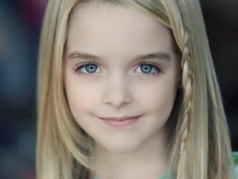 好莱坞钻石少女,13岁就成制片人,鬼娃在她面前只是合影工具