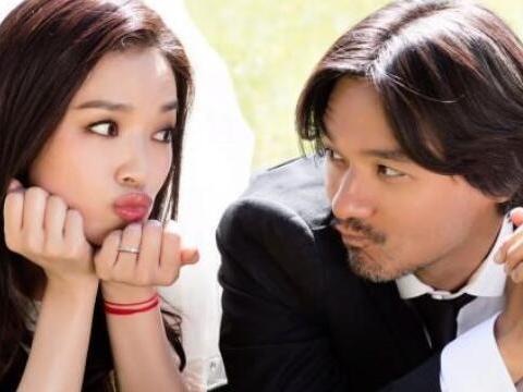 舒淇结婚5年罕见秀恩爱,长相大变疑整容,冯德伦胡子花白显憔悴