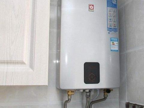 卫生间别傻傻装电热水器了,现在都潮流装这种,太聪明了