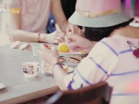 陈若仪为婆婆姐妹团剥橘子,母亲节亲妈来电,心如刀割当场泪崩!