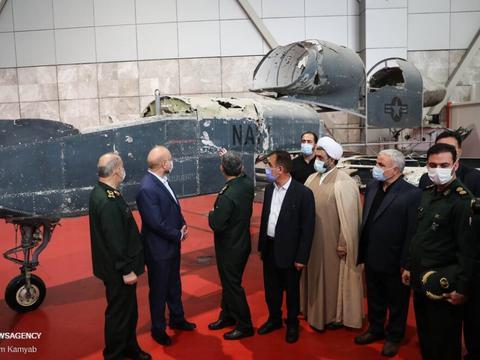 伊朗高调展示战利品,近2亿美元的美国无人机,沦为一堆废铁