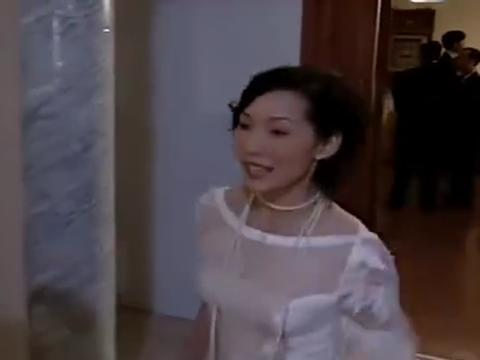 吕四娘换上晚礼服,简直太美了,全场男子都看呆了