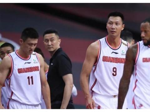 今年休赛期为何如此多的球员拒绝加盟广东队?原因让人无奈