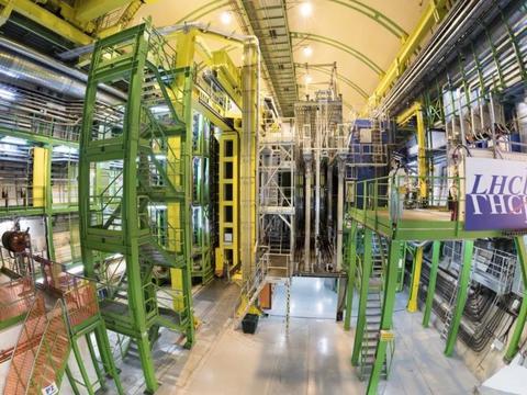 大型强子对撞机,最新突破性发现:由四个夸克组成的未知新粒子!