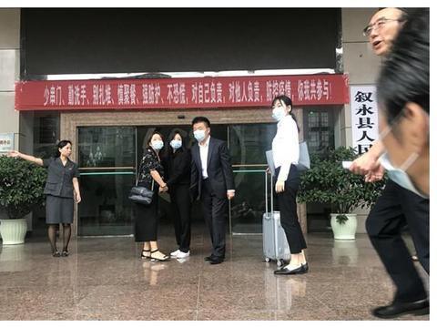 肇事者酒驾推卸责任,谭松韵法庭上哽咽发言:希望还妈妈公道