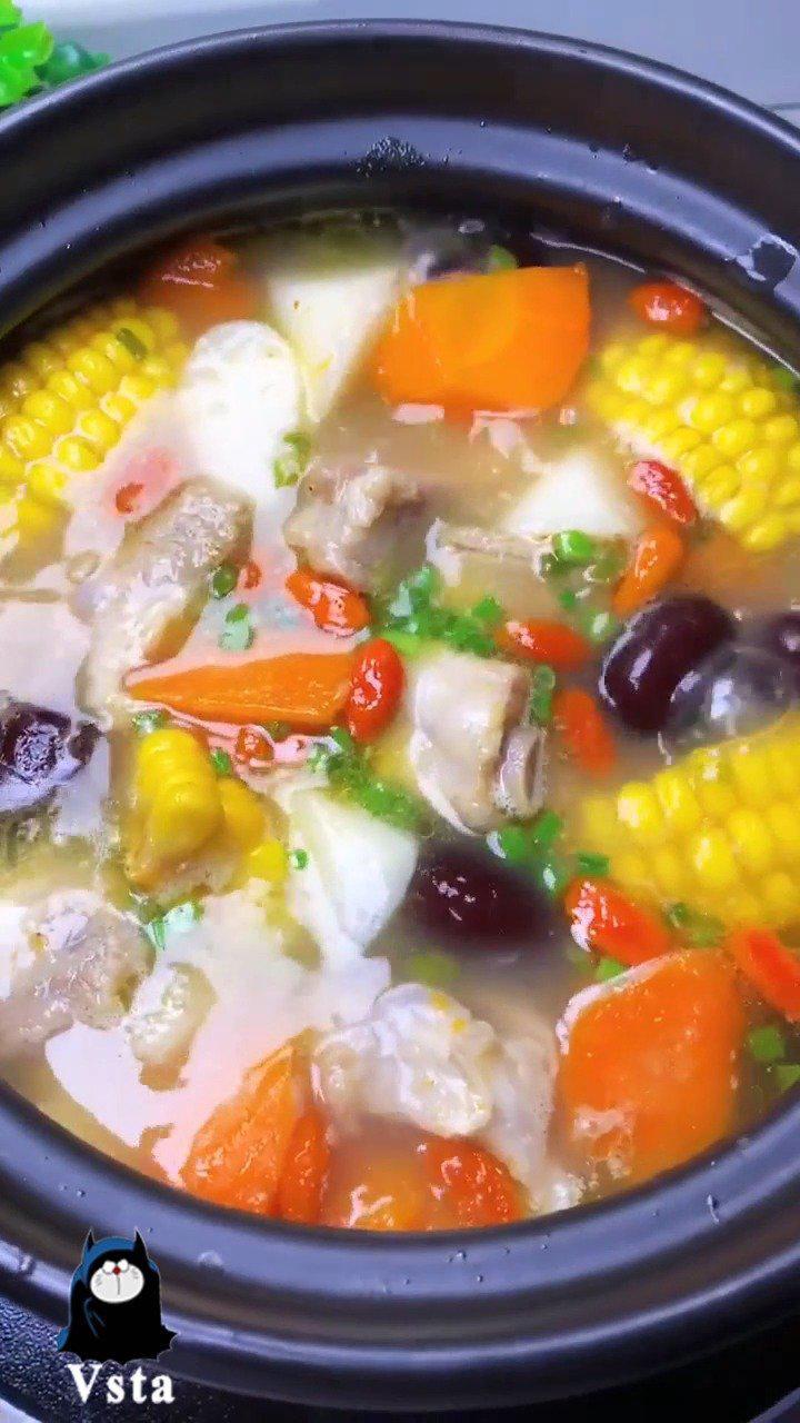天气渐凉,试着给家人煲一锅简单滋补的排骨汤吧!