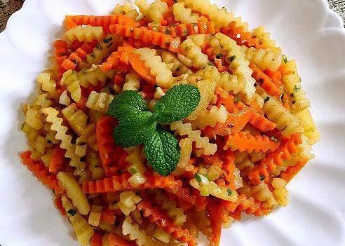 美食精选:蒜香胡萝卜土豆条、莴笋炒肉、凉拌海蜇、茄汁带鱼