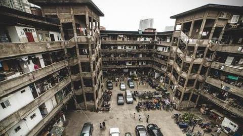 """上海""""典型""""城中村,人口稠密,被称为""""猪笼城寨"""""""